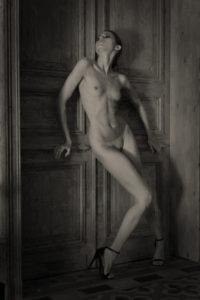 Portrait photographer creating beautiful portraiture of woman, Nudes portrait photographer in Bordeaux Monaco Paris London