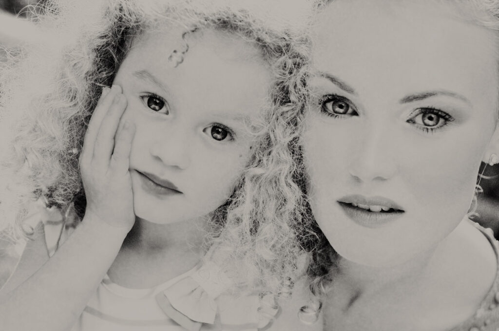 mother and daughter black and white portrait photographer 1 1024x680 - A master portrait photographer in France who creates beautiful contemporary portraiture