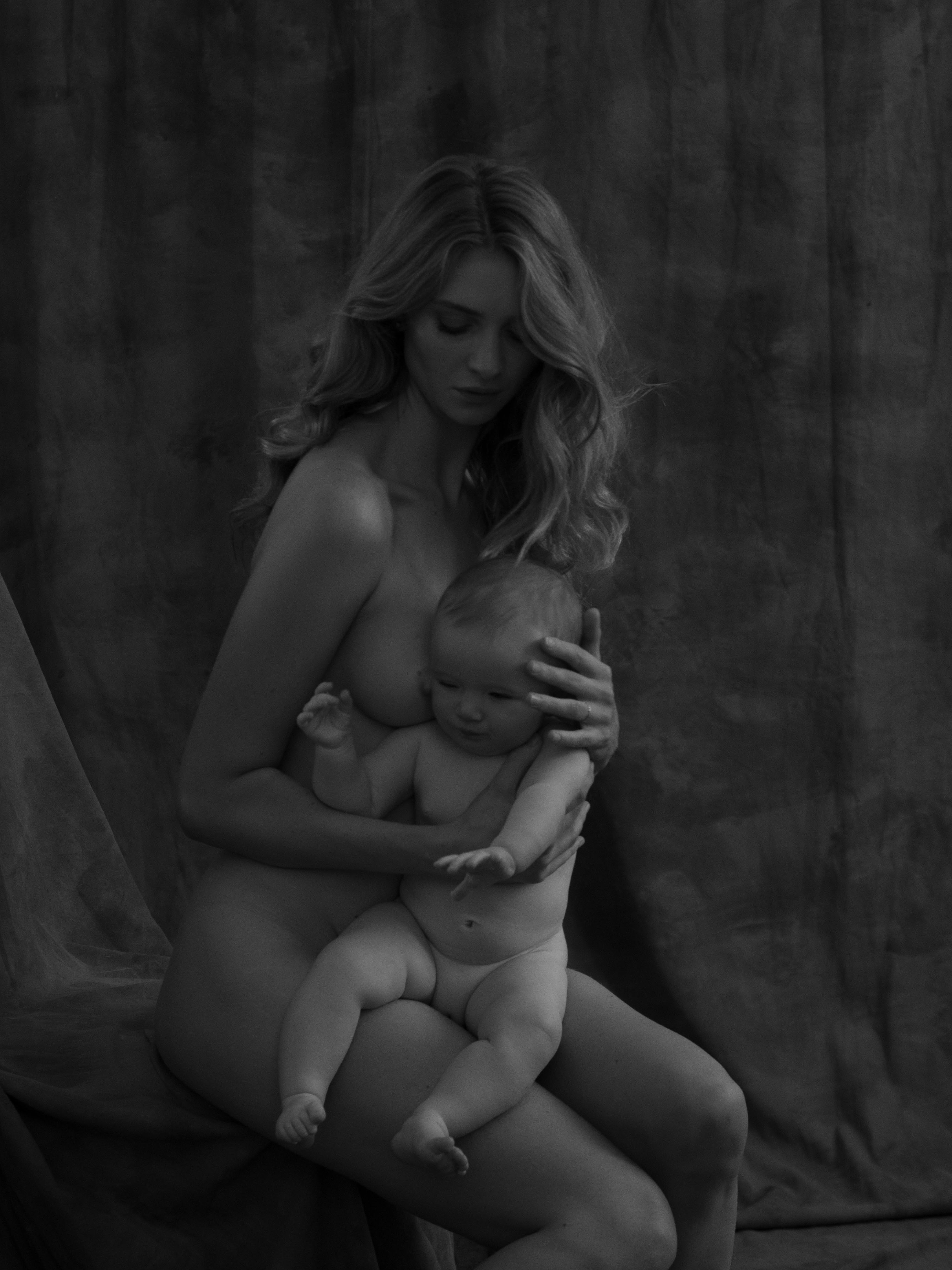 Nude mother and baby portraits photographer