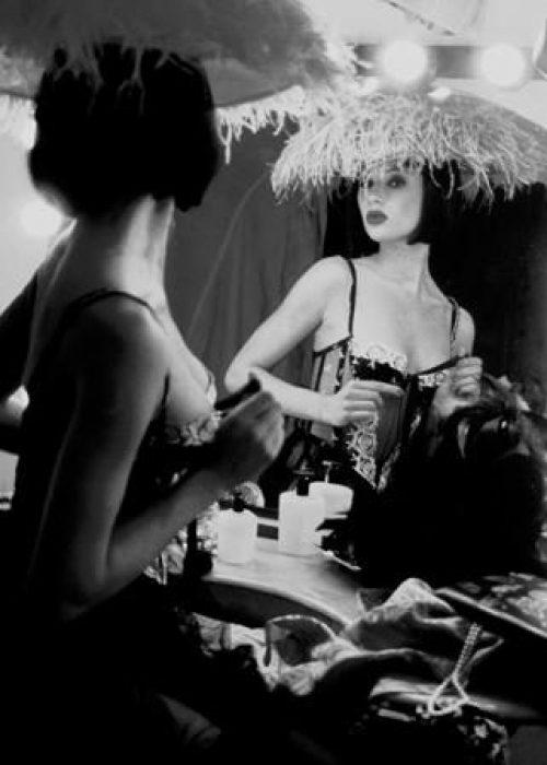 Boudoir erotic nude portrait photography session can be arranged in Bordeaux, Paris, Monaco or London. Slide 34