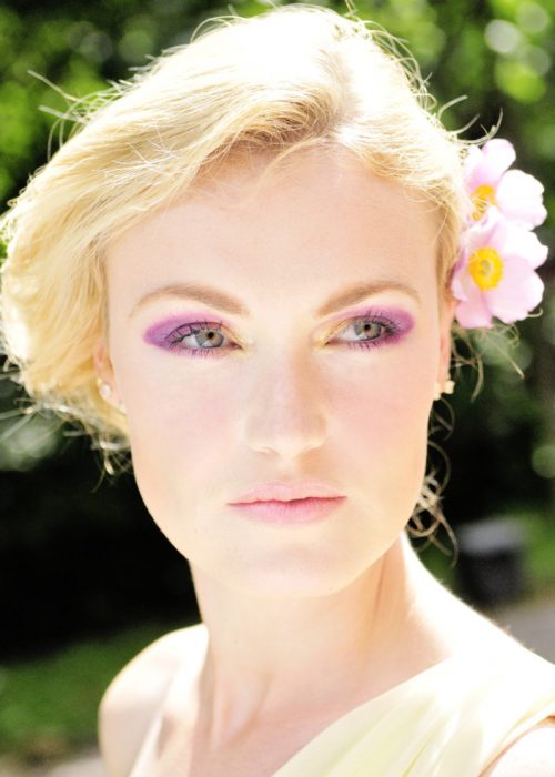 Portrait of a blonde photography by portrait photographer in France session can be arranged in Bordeaux, Paris, Monaco or London. Slide 33