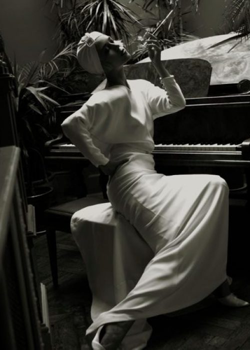DSC8671retsml e1546962734349 o1q38rmuzy0fzpre40lo3khep8150q1fhj7uoec7rs - Paris boudoir and nudes portrait photographer