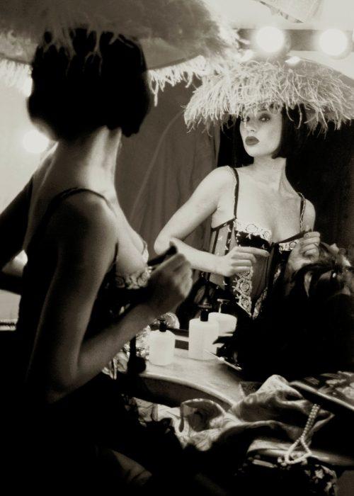 Erotic boudoir portrait photography by portrait photographer in France session can be arranged in Bordeaux, Paris, Monaco or London. Vintage boudoir portrait
