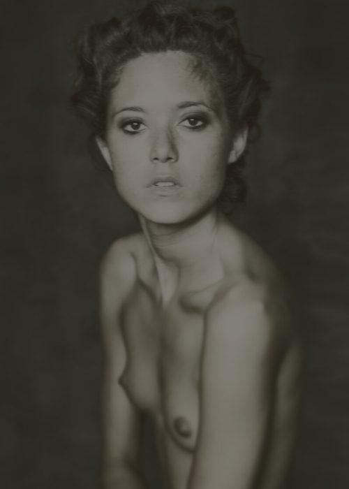 Nude Portrait photography by portrait photographer in France session can be arranged in Bordeaux, Paris, Monaco or London.