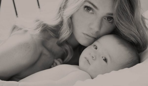 Portrait photographer on the Côte d'Azur And in Monaco. A mother and child nude portrait.
