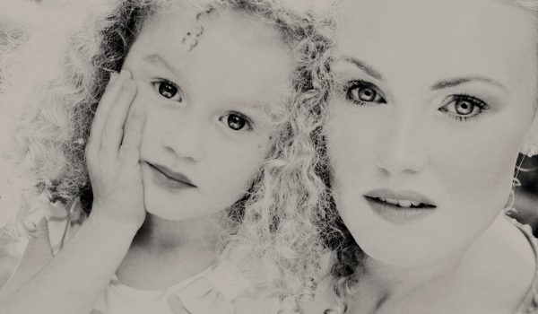 Mother and daughter portrait by portrait photographer in the south of france